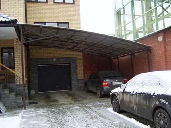 Навес над подъездом в гараж